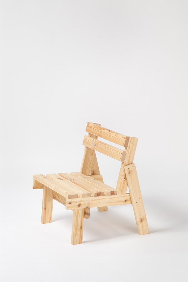 Cadireta chair produced by AOO